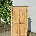 Petite armoire parisienne en bois naturel