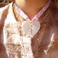 les petites croix 20€ : on choisit la couleur de la croix et le