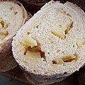 Le pain des juloded oubliés, aux graines de lin, au jus de pomme, aux pommes et à la cardamome