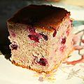 Gâteau aux amandes, cassis et framboises