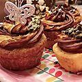 Moelleux au pamplemousse et son duo de <b>crème</b> au <b>beurre</b> chocolat noir et <b>fruits</b> de la <b>passion</b>.