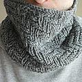 Un col au tricot/ un cuello de tejido a dos agujas o tricot