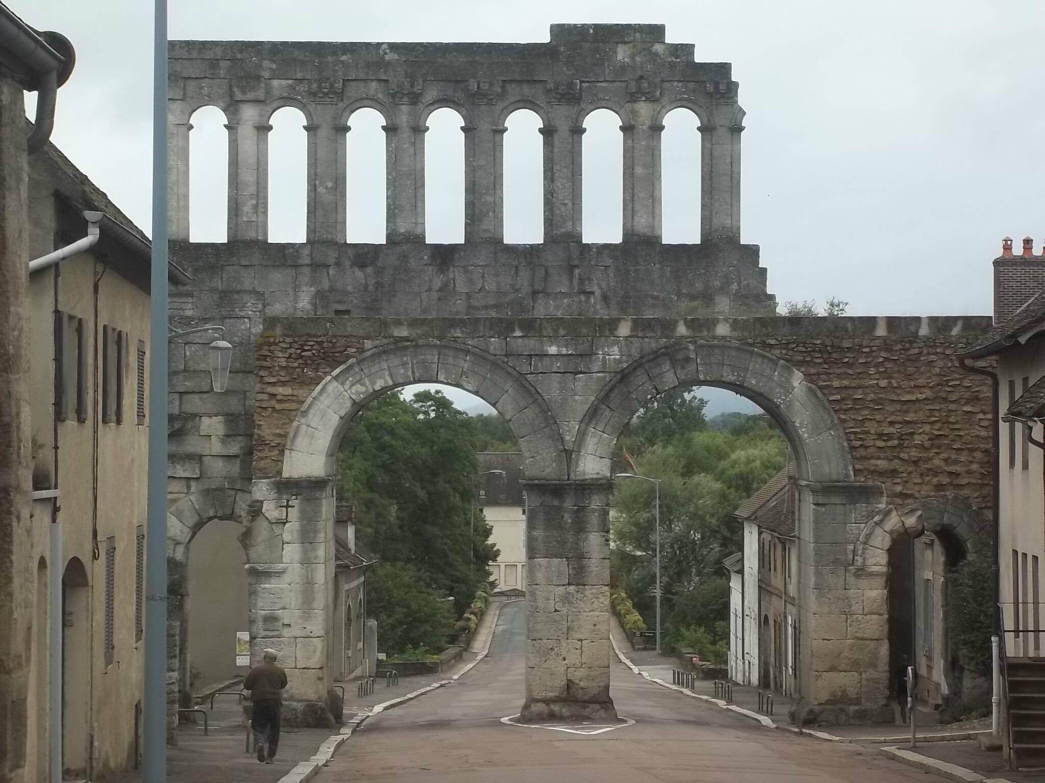 la porte d'Arroux, Autun