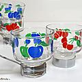 Vaisselle Vintage ... TASSE en verre * motif Fruits