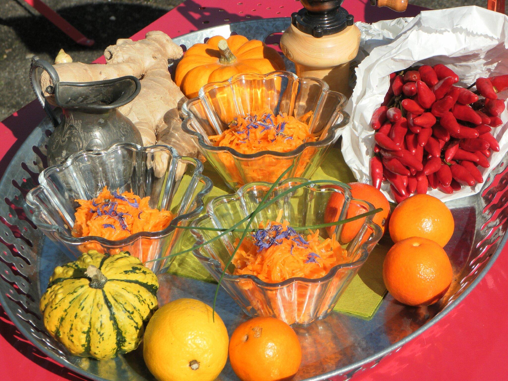 Une petite salade de carottes à la réduction d'orange, de fruit de la passion et de mangue!