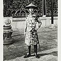 Sa majesté khai dinh, empereur d'annam, en tenue