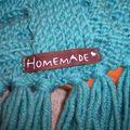 Détail étiquette écharpe irlandaise bleue
