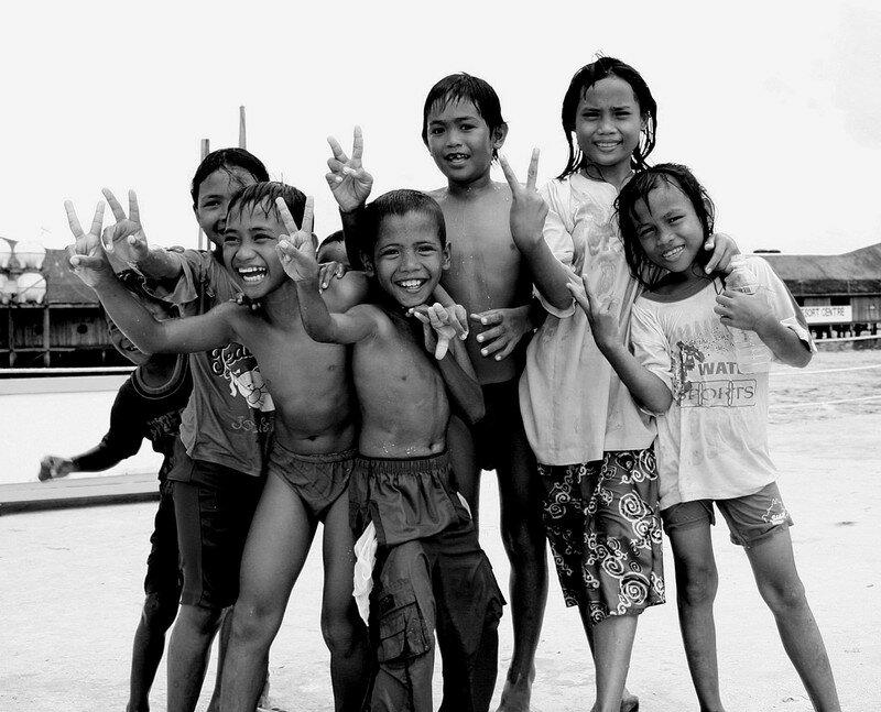 Groupe d'enfants à Semporna (Bornéo)