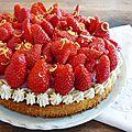 Tarte aux fraises, framboises, vanille et fève tonka sur sablé breton