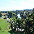 La boucle du gave d'Oloron au pied des remparts de Sauveterre...