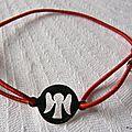 bracelet_pastille_ange_sur_fil_elastique__rouge_
