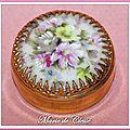 Boîte à pilules bouquet de fleurs griffes dorées 2