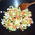 Pavé de saumon poêlé, tagliatelles aux poireaux, carottes et champignons