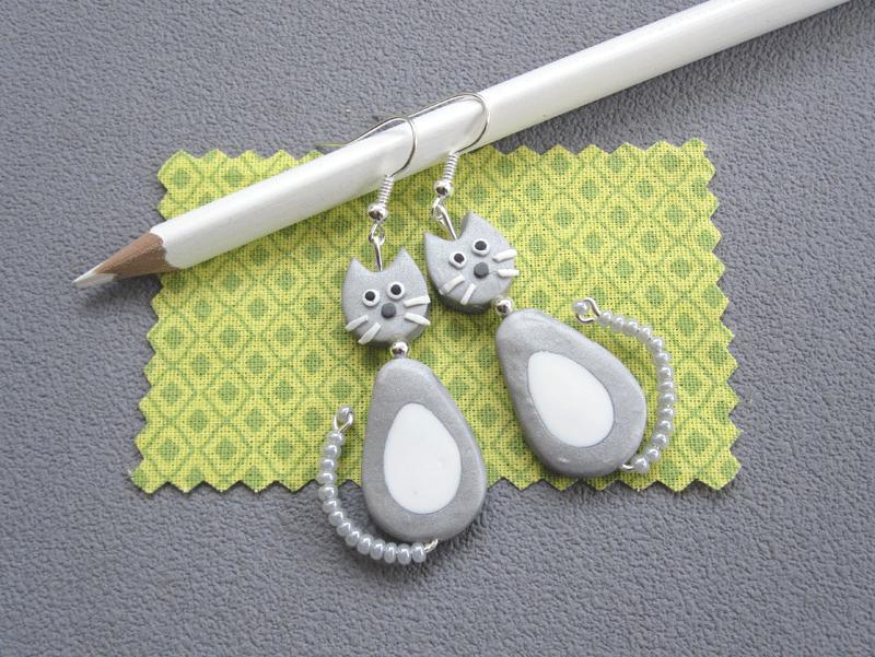 Boucles d'oreilles chat gris/ blanc dodu 14€