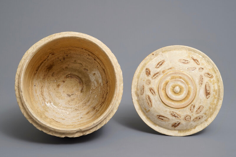 a-vietnamese-bowl-and-cover-on-reticulated-stand-tran-dynasty-13th-15th-c-4