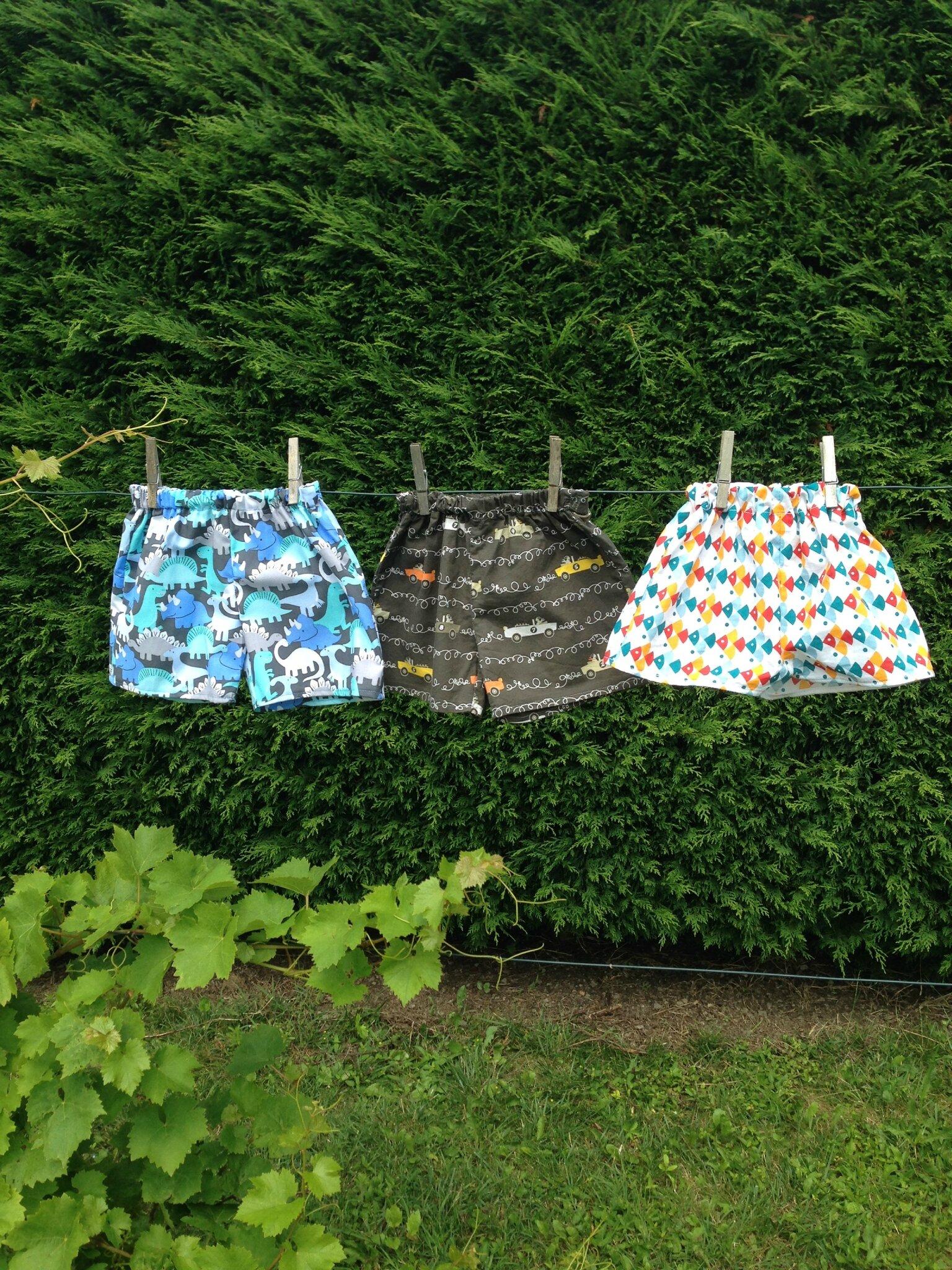 3 petits shorts sur un fil ! (taille 12 mois)