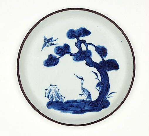 Bleu de Hue dish decorated with cranes and pine trees, Qing dynasty (1644–1911), Export ware for Viet Nam, circa 19th century-20th century, porcelain with underglaze decoration and metal rim, 1.9 x 16.4 cm. Gift of Dr John Yu & Dr George Soutter 2002, 169.