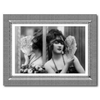 beaute_vintage_reflexion_dans_noir_et_le_blanc_carte_postale-r72f156c2118649fcad5ef6f69183271f_vgbaq_8byvr_324