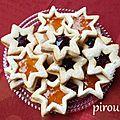Biscuits étoiles à la maïzena fourrés à la confiture