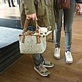 Photo du dimanche : madame promène son chien