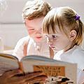 <b>Lire</b> et relire la même histoire à la demande de l'enfant