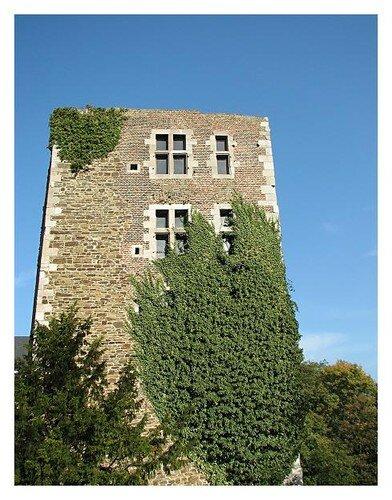 La vieille tour du chateau d'Oupeye