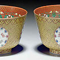 A pair of famille rose yellow-ground bowls, Guangxu period (<b>1875</b>-1908)
