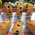 Petits gâteaux à la <b>poudre</b> <b>d</b>'<b>amande</b> et aux myrtilles espagnoles
