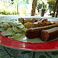 Idée repas saucisses knaxxie avec des potatoes et du concombre à la crème