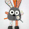 Doudou lapin attache tétine gris orange blanc