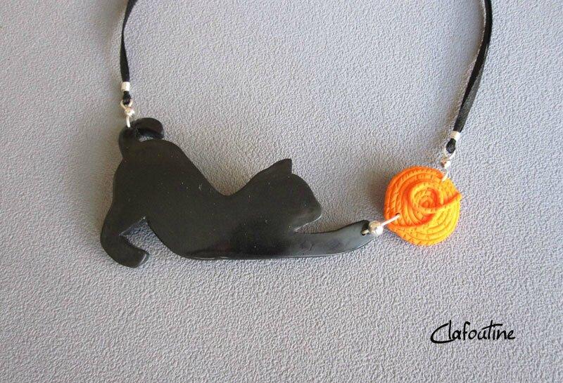 Collier chat noir et pelote orange 24,40€