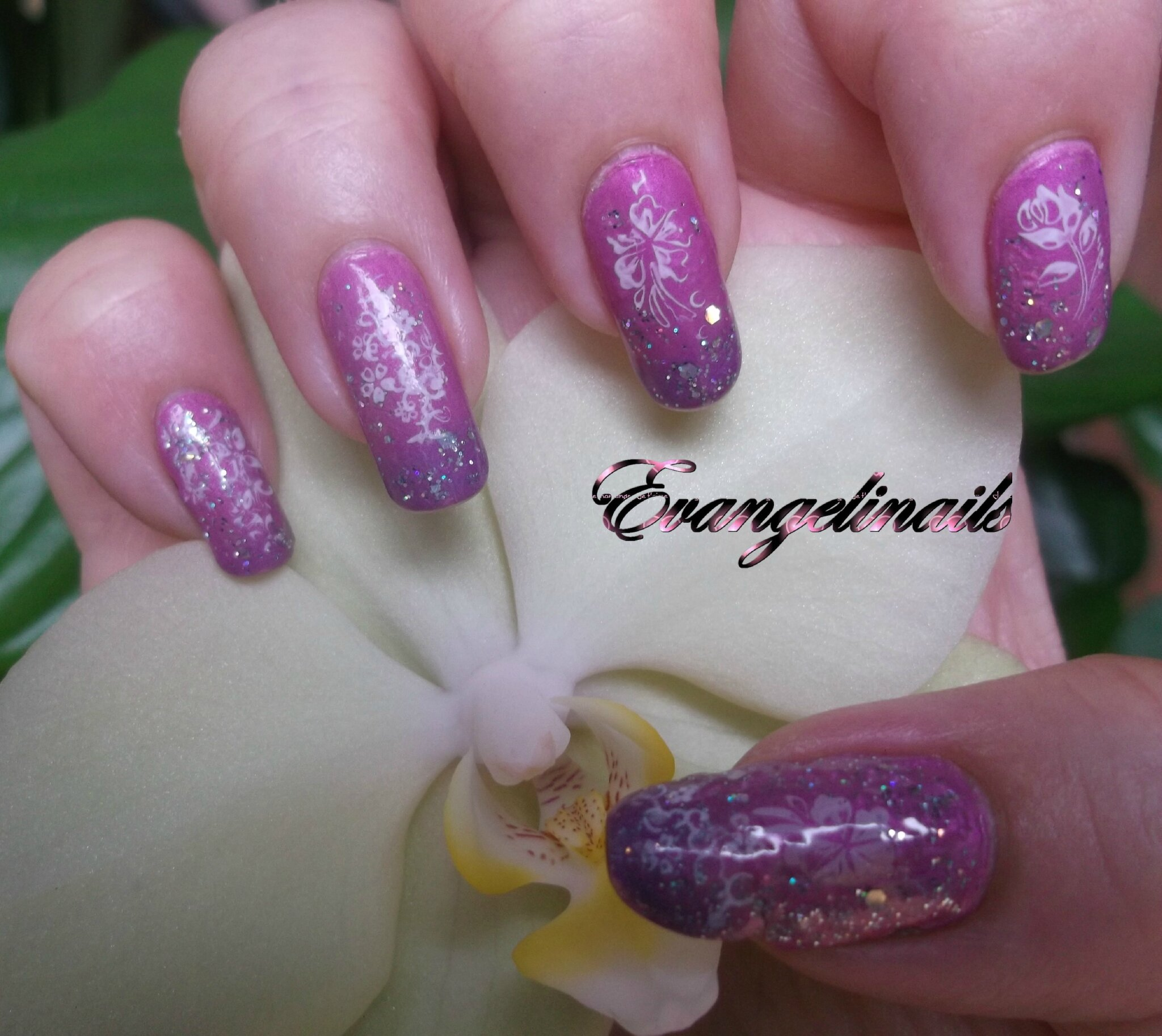 nail art violet rose pailletté