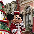 La Parade de Noël, premier passage le dimanche
