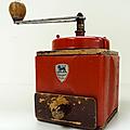 Vintage ... moulin à café peugeot * rouge