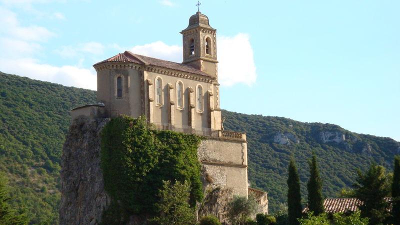 La curieuse église de Pierrelongue