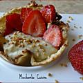 Tulipes à la crème pâtissière parfumée à la rhubarbe, carpaccio de fraises au limoncello