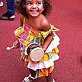 Lou et sa robe de carnaval