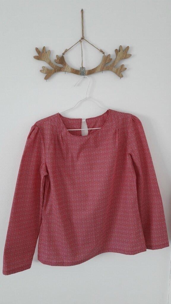 Une nouvelle blouse sans col noué...