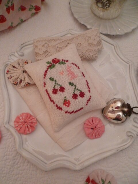 Big Oval frame with 2 cherries, a strawberry and tiny Bunny US $ 6.00