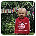 PH2016-07-26_138-owly-mary-du-pole-nord-fait-main-a-croquer-trognon-pomme-brode-rigolo-bavoir-brode-portrait-crache-de-papa-maman-bonbon-rose-fille