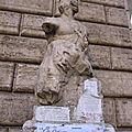 Parione, du Campo dei Fiori à la Place <b>Navone</b> (7/13). Pasquino, une des statues parlantes de Rome.