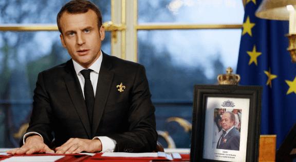 macron-le-president-royal