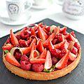 Tarte fraises framboises rhubarbe & fleur d'oranger