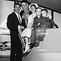 jayne-1962-05-09-ny_airport-with_family-1