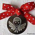 Médaille d'ange en nacre (sur ruban Princesse aux Petits Pois rouges)
