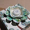 Fleur en carton d'oeufs à 8 pétales