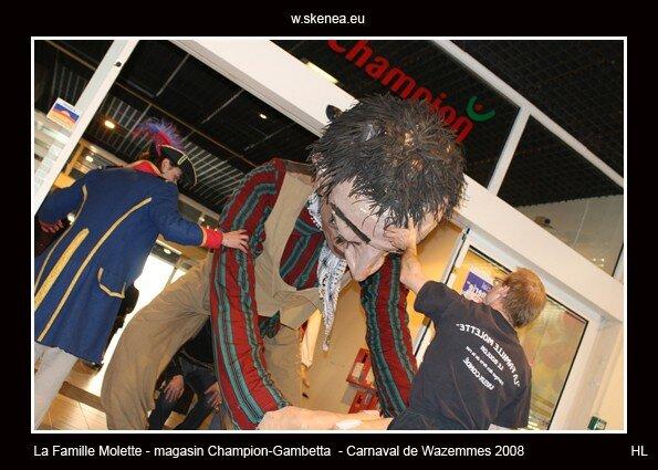 FamilleMolette-magasinChampion-Carnaval2008-097