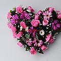 Arrivage de coeurs en fleurs artificielles cimetière de très belle qualité