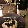 Pavlova aux fruits noirs