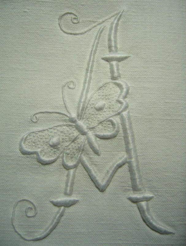 A au papillon, 12 cm de haut